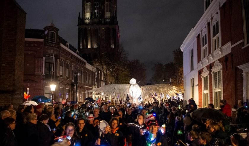 Dit sprookjesachtige straatfeest is sinds 2011 uitgegroeid tot een traditie vol licht, muziek, dans en performance.
