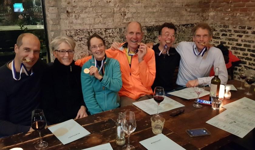 van links naar rechts: Hans, Fransje (stuurvrouw), Judith (coach), Gijsjan, Michel en Andre