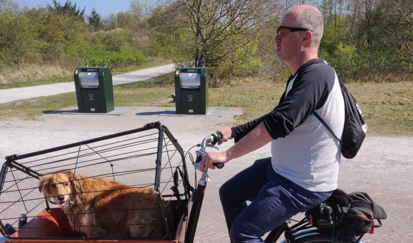 De gemeente Schiermonnikoog bedwong van Moorsel met de bakfiets met daarin de hond (foto: Marion van Deurzen).