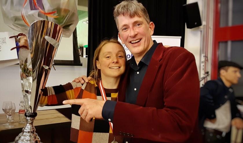 Winnares Grote Prijs van Gouda  Marjolein Pieks met organisator Pieter Stroop van Renen.