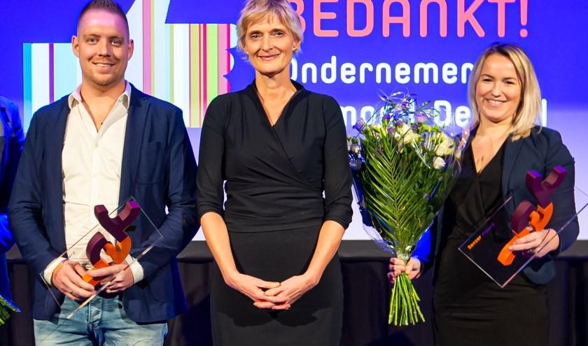 Links Jeffrey Otten (Solar Unie) midden Marion van Limpt (algemeen directeur Senzer) en rechts Melissa Stienen van Fletcher Kloosterhotel Willibrordhaeghe.