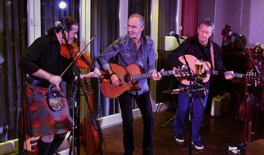 Other Roads tijdens hun optreden in De Snor met v.l.n.r. Gregor Borland, Pete Abbott en Dave Walmisley. (foto: Studio Sommer)