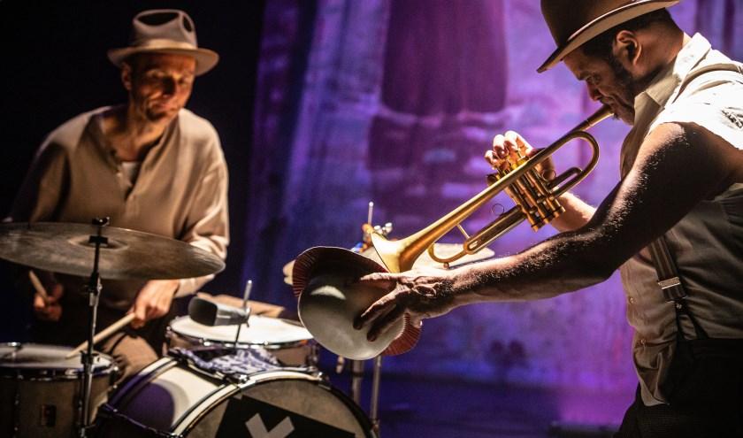 The Legends brengen met het authentieke bluesy stemgeluid en de muzikanten een sfeervolle traditie tot leven waarin vreugde en melancholie onlosmakelijk met elkaar verbonden zijn. (foto: Eric van Nieuwland)