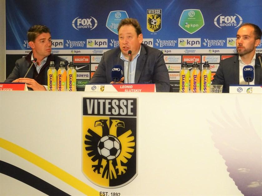 Vitesse-trainer Leonid Slutskiy (op archieffoto, na afloop van de wedstrijd tegen Fortuna Sittard) kondigde na afloop van de met 3-2 verloren wedstrijd tegen SC Heerenveen, zijn vertrek aan.