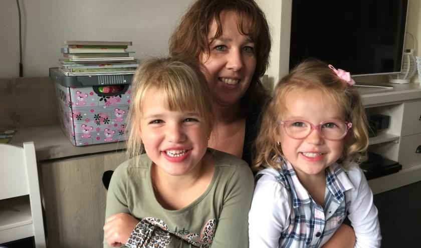 Chantal Dullens, vrouw van Patrick en samen hebben zij dochters Zoë en Fenna (foto: Nanda van Heteren)
