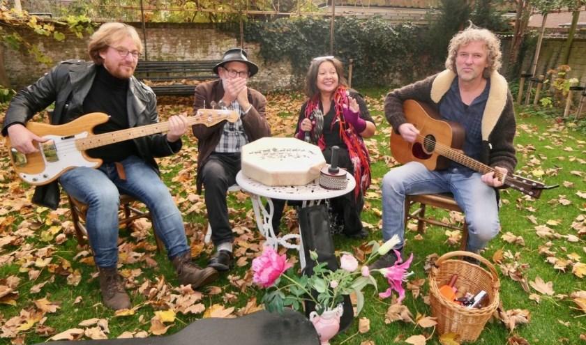 Muziekgroep La Vie met op de foto van links naar rechts Eduard Arendse, Hans Naaijen, Monique Bax-Houdijk en Marrie Bax. Op 7 december spelen zij in de Catharijnekerk.