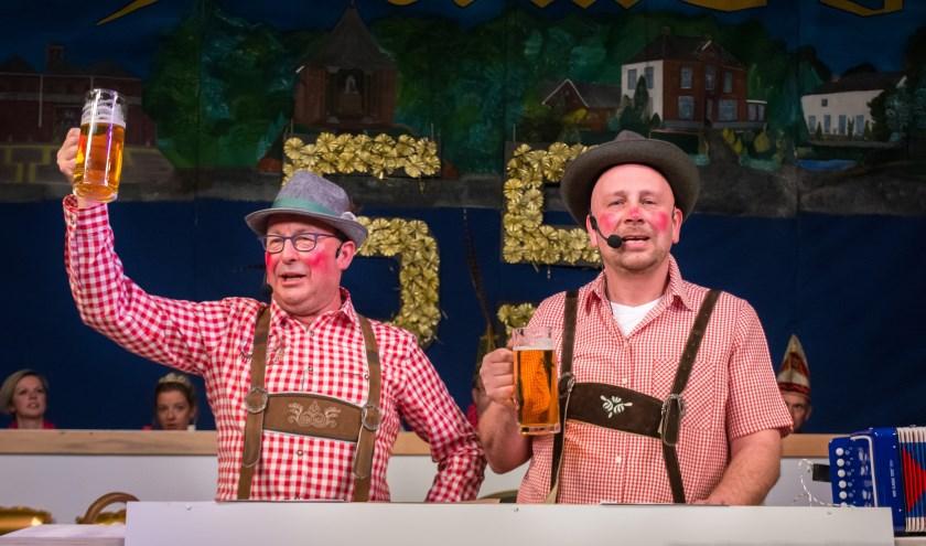 Van Dinie en van Mini (Johnny Swaters en Maik Vermeulen) gaan ook weer optreden tijdens de pronkzitting. (foto: Steinmar Polman)