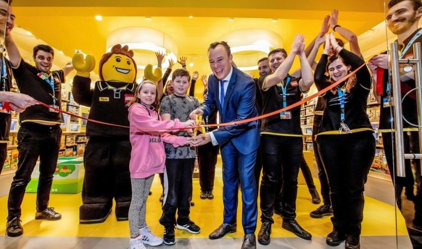 UTRECHT - Officiële opening van de eerste Nederlandse LEGO Store. Opening werd gedaan door  Dhr. Verschuure; Wethouder van Utrecht.