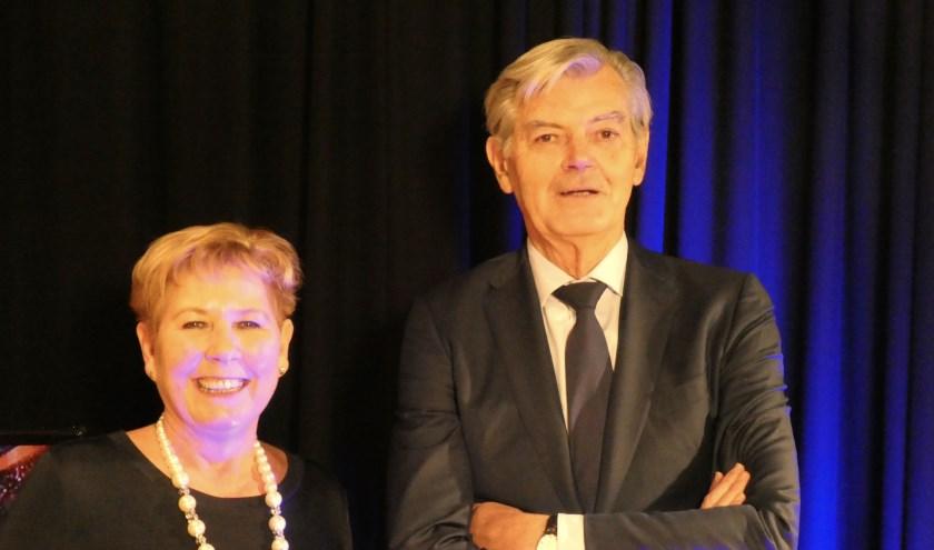 Presentatrice Jacqueline Fenn interviewt Martin van Rooijen in een nieuwe aflevering van 'Anders dan Anders'.