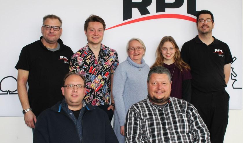 Elke zaterdag, tussen 16.00 en 18.00 uur, is op RPL een uitzending van Podium 107.1 te beluisteren. Het team werkt toe naar de 500e uitzending.
