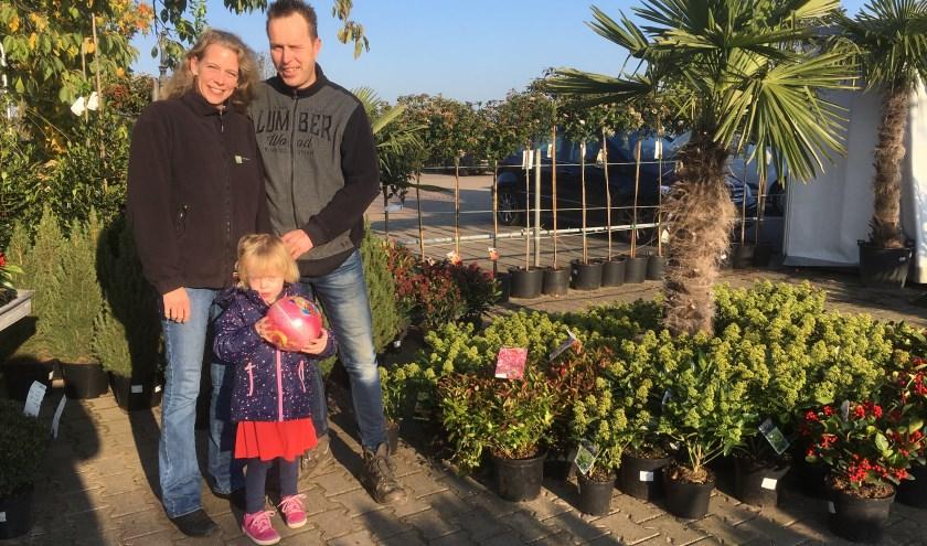 Esther en Enrico Timmermans en hun dochter Katinka zijn echte buitenmensen. (foto: Karin van der Velden)