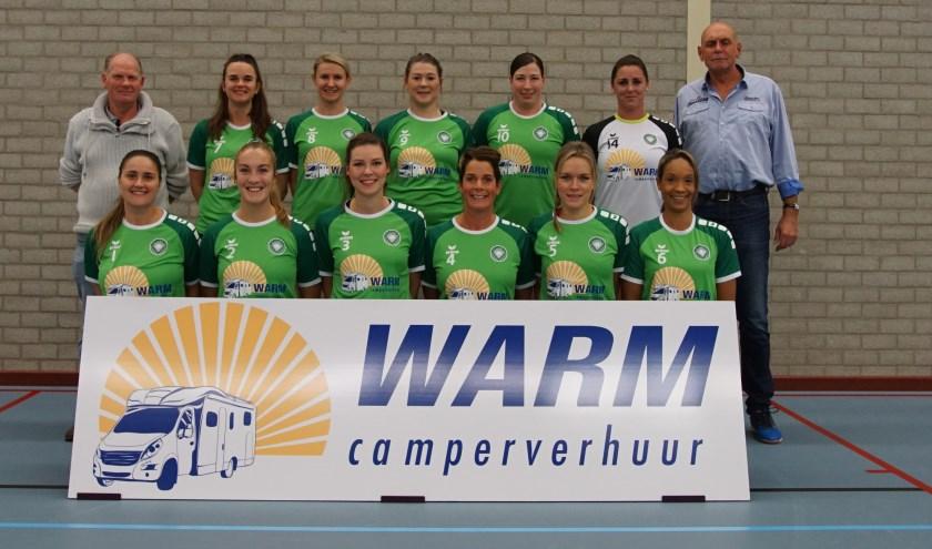 Dames 1 van Vollverijs in de nieuwe shirts van Warm Camperverhuur.