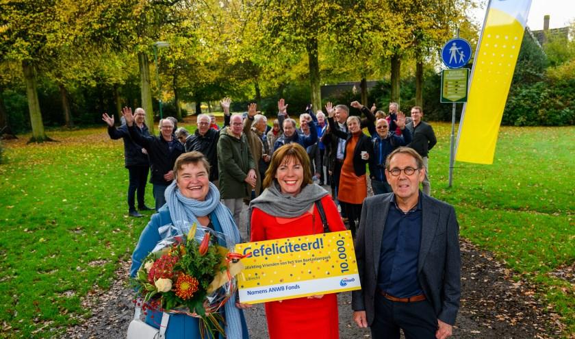 v.l.n.r. Wethouder Anne Brommersma (gemeente De Bilt), directeur Marga de Jager en Ben Verwiel (voorzitter)