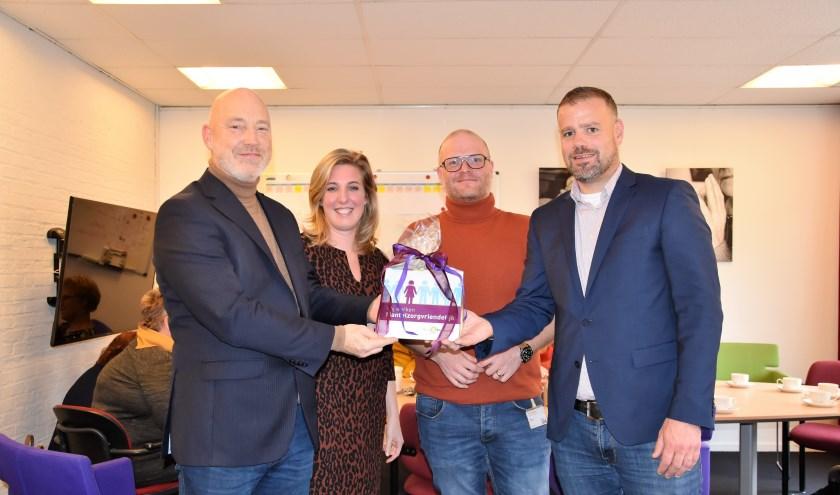 Rick Hogenboom, Joanne van het Reve,  Okke Dickhoff, allen van de Posten en wethouder Niels van den Berg. Foto: Ingrid Bargeman.