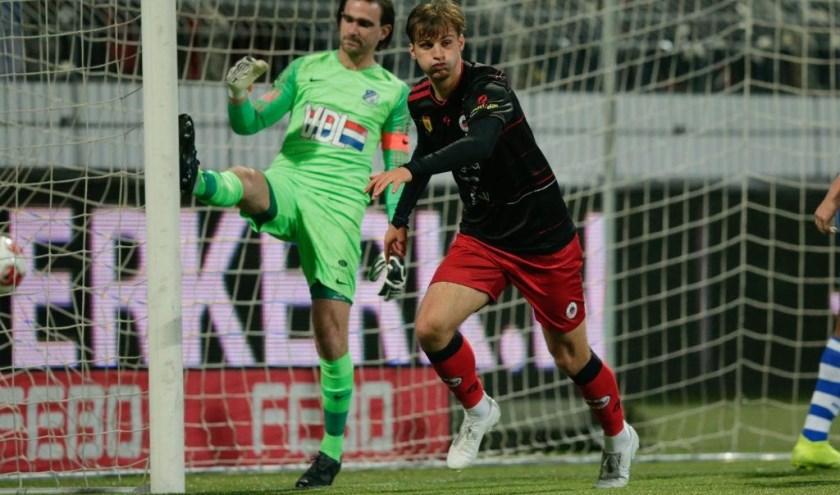 Stijn Meijer tikt de gelijkmaker (2-2) voor Excelsior binnen. Op dat moment was er nog geen kwartier gespeeld. (Foto: Soccrates Images).