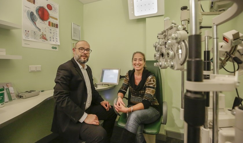 Opticien John de Crom redde - indirect - het zicht van Auke van Dalm-Creemers. (Foto: Jurgen van Hoof).