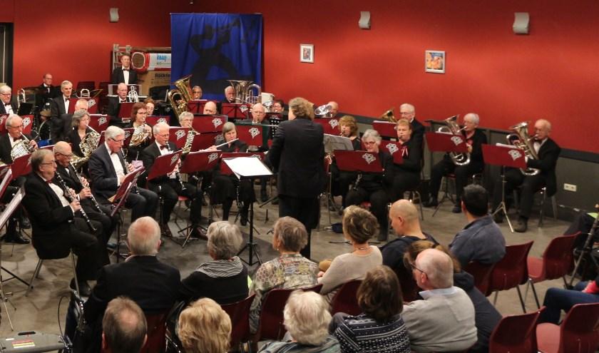 Het Regionaal Senioren Blaasorkest Graafschap gaf afgelopen lente ook al een concert. Zondag 10 november staat het jaarlijkse herfstconcert op het programma. (foto: John Piek)