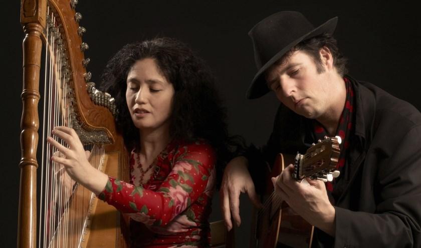 Het repertoire van Claudia y Manito bestaat uit een verfijnde selectie van muziek en Spaanstalige liederen uit het Latijns-Amerikaanse continent.