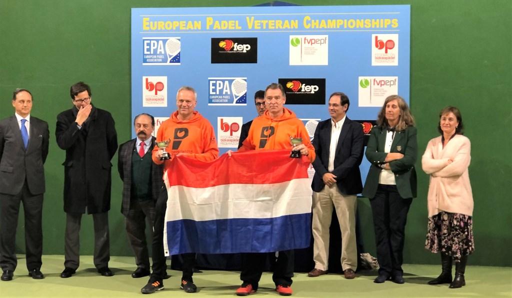 Jack Engelaar en Fred van Ruissen bij de huldiging als vice-Europees kampioen. Foto: Nederlandse Padelbond © DPG Media