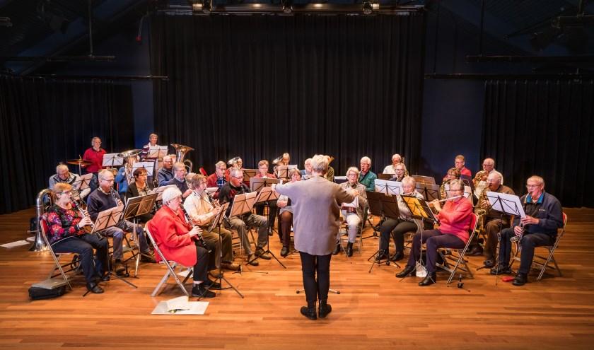 Harmonie Dagorkest Krimpenerwaard speelt van (licht)klassiek tot populaire muziek, met marsmuziek, romantische muziek en tributes aan de sixties, Benny Goodman en Ray Charles.Foto: Jean Paul Mioulet