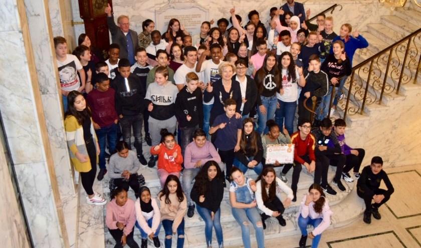 Burgemeester en leerlingen Het College Vos