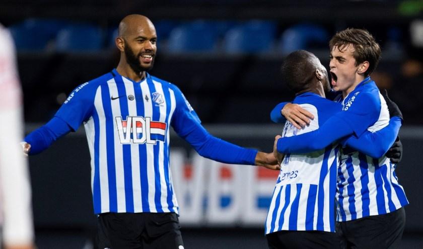 Vreugde bij de spelers van FC Eindhoven. De ploeg staat nu op de elfde plaats in de Keuken Kampioen Divisie. (Foto: Johan Manders).