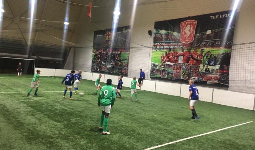 Het speedsoccer-toernooi Indoor Twente Cup is bedoeld voor jeugdteams. (Eigen foto)