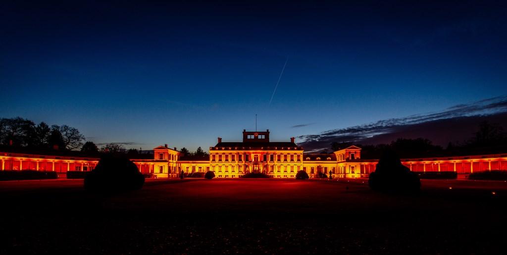 Ook Paleis Soestdijk kleurt oranje Foto: NU fotograferen © DPG Media