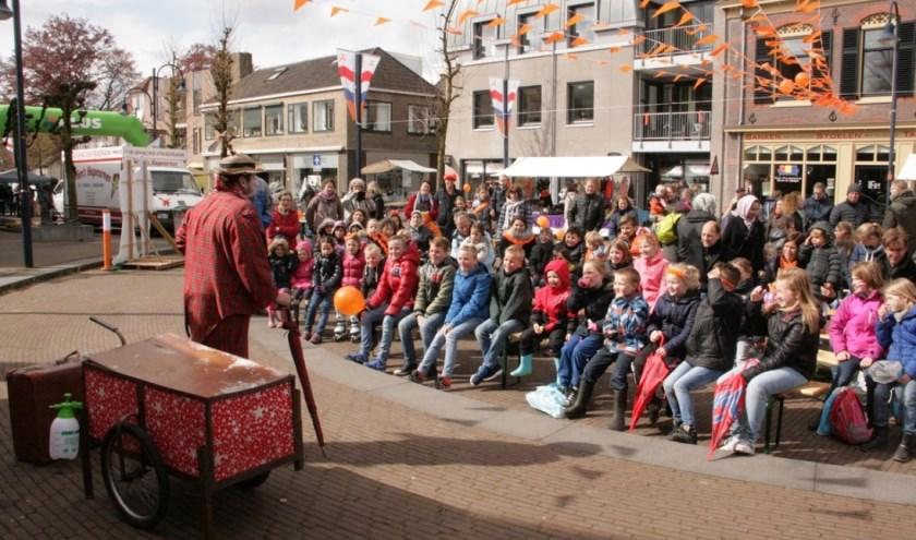 De Stichting Koningsdag Bennekom heeft artiesten gecontracteerd voor Koningsdag 2020 en hoopt op enthousiast publiek zoals in vorige jaren.