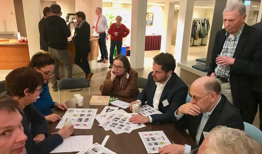 Aan de tafels werd duidelijk, dat als de gemeente sociale woningbouw wil, zij wel voor bouwgrond moet zorgen.