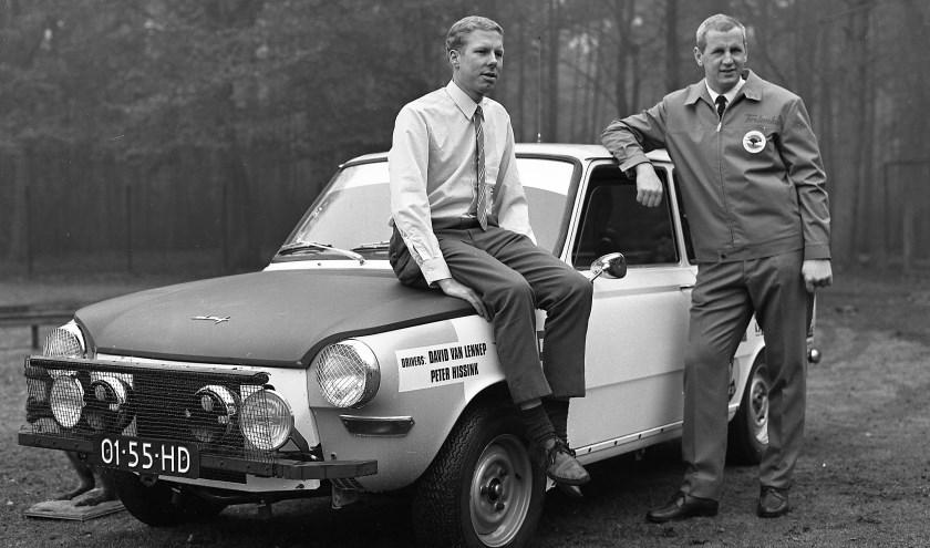 David van Lennep (links) en Peter Hissink met de rally-DAF (1968).