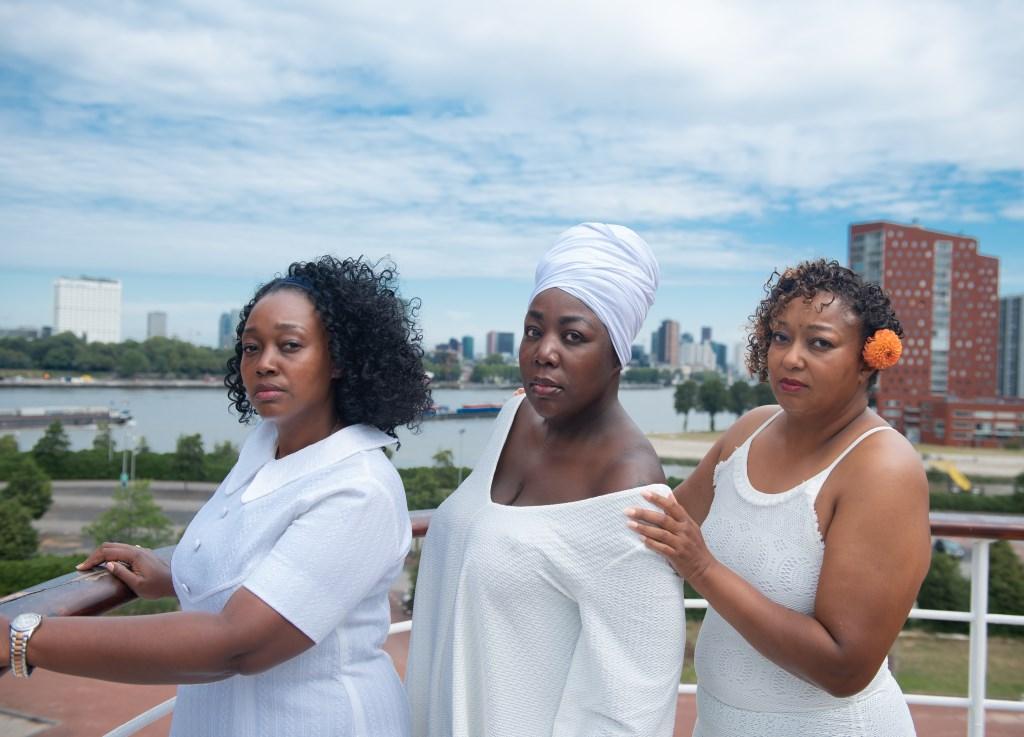 Mia, Eloah en Alice verwerkten hun eigen verlies en verdriet in hun monologen.   © DPG Media