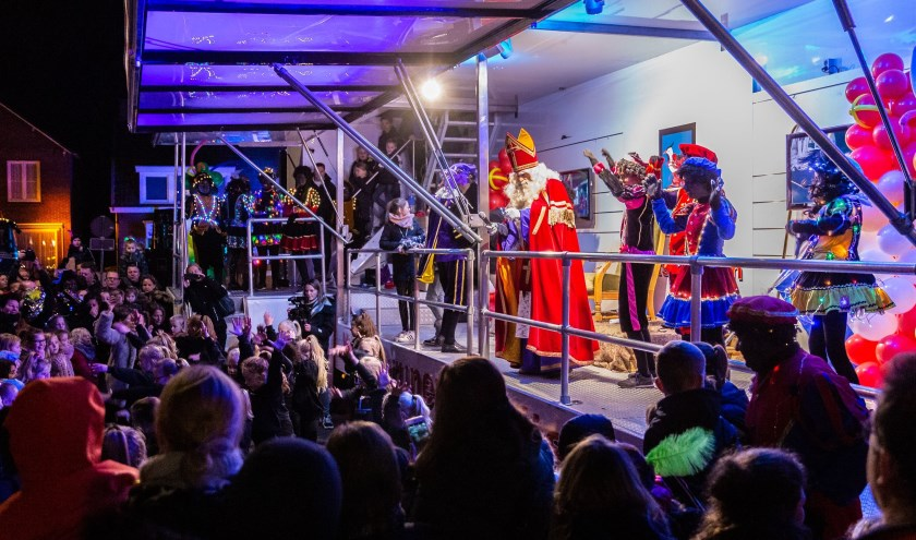 Sinterklaas en zijn Pieten kregen een warm welkom in Vlijmen. Foto: Yuri Floris Fotografie
