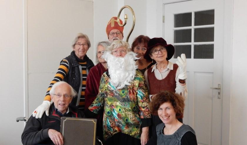Iedere dinsdagmiddag repeteren de senioren en vrijwilligers voor het toneelstuk 'Heerlijk Avondje' in Het Kunstenhuis aan de Egelinglaan in Zeist. Foto: Asta Diepen Stöpler.
