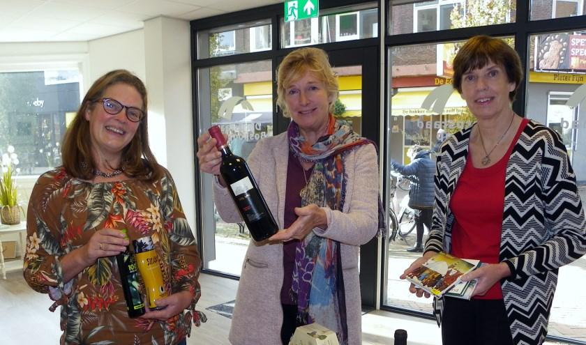 Esther van Staveren, Alice van Nimwegen en Cathy Boerma (vlnr) doen mee aan de Verkoopdag op 23 november.