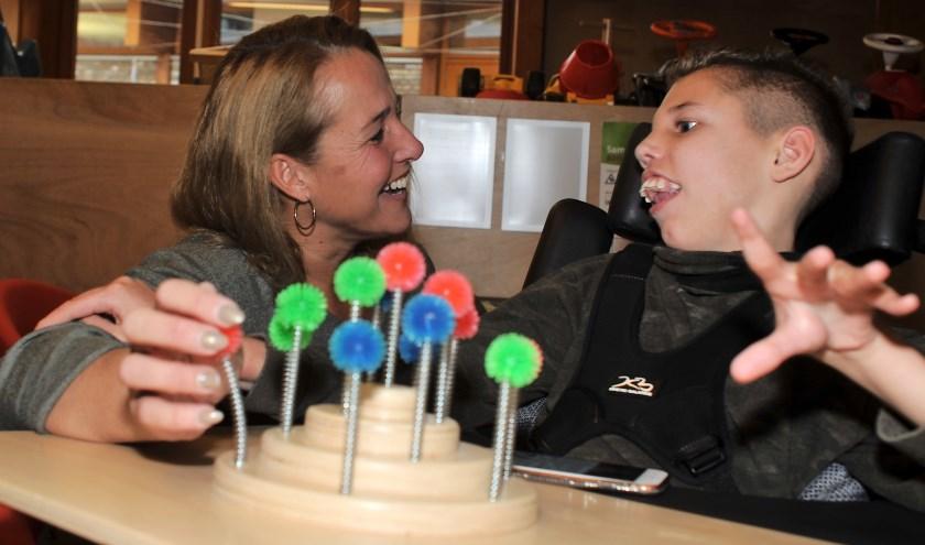 Ingeborg Felix uit Apeldoorn werd vijftien jaar geleden mantelzorger toen haar zoon Olivier bij de geboorte meervoudig gehandicapt raakte door een zuurstoftekort.  (foto Gert Perdon)