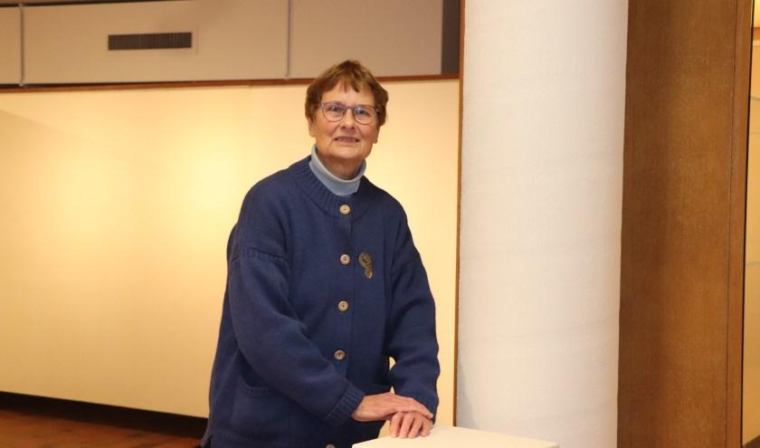 Atty Heyting verzorgt al veertig jaar de tentoonstellingen die worden gehouden in de Kunstkelder.