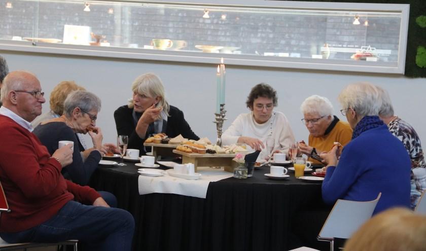 De mantelzorgers werden in Culemborg getrakteerd op high tea-party.