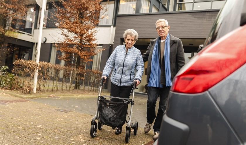 Ouderen komen dankzij AutoMaatje, ook in Valkenswaard, weer onder de mensen. Foto: ANWB