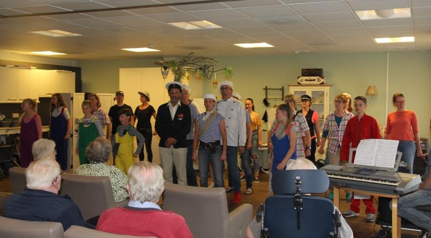 In juni zong de crew van Pit! alle muzieknummers van de voorstelling 'Eiland' al voor de bewoners van De Liemerije in Duiven.