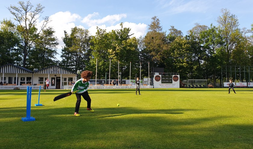De jongste Excelsior'20 spelers trainen in de zomer op vrijdagavond; en wie weet spelen zij ook ooit voor het Nederlands team…