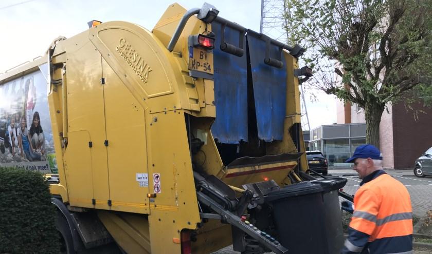 Het werk van vuilnismannen (foto: Nanda van Heteren)