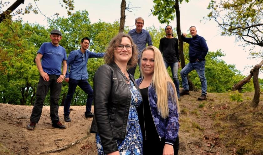 20 jaar geleden komt een groep jonge, enthousiaste muzikanten bij elkaar in Veldhoven met het idee een band te vormen: IDRIS. FOTO: Idris.