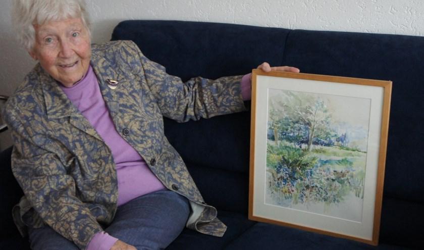 Aafke is blij haar werk te kunnen tonen, met dank aan Leo Jongenotter en Marieke van Capellen van Zaag 55. (Foto: Thea van der Raaf)