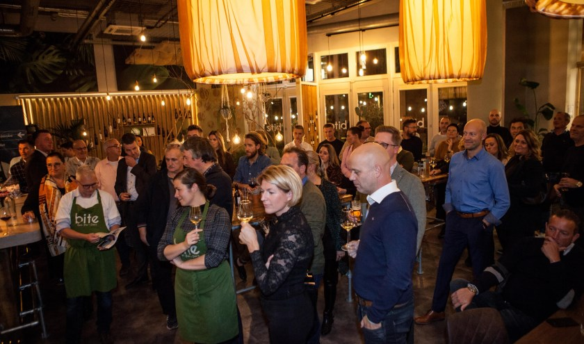 De belangstelling was groot op de culinaire avond van de  Veensche Businessclub. (Foto: Annemarie Bakker Fotografie)