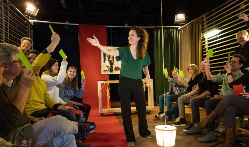 Theatergezelschap Stormkamer brengt multidisciplinaire voorstelling 'De Rechtbank' op 26 november in De Kring