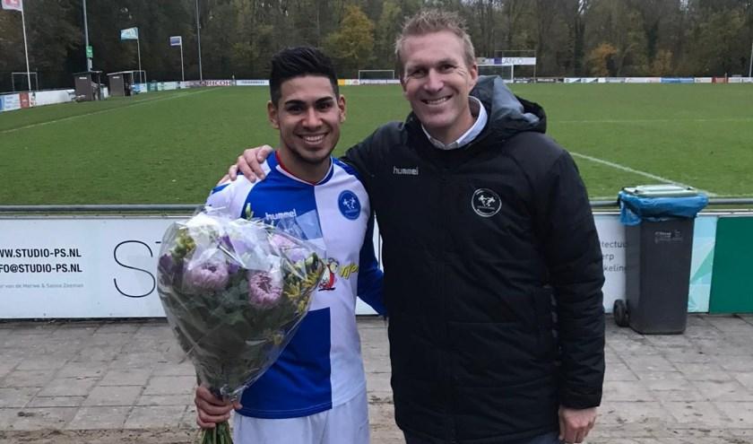 De man-of-the-match Silvan Damwijk met assistent coach Leon van Dalen. (Foto: Privé)