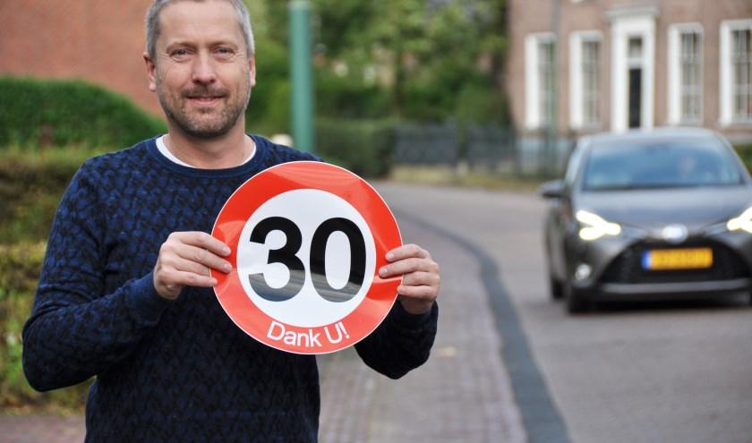 Chris Beaart merkt als bewoner dagelijks de toenemende drukte op de doorgaande weg tussen Waspik en Raamsdonk.