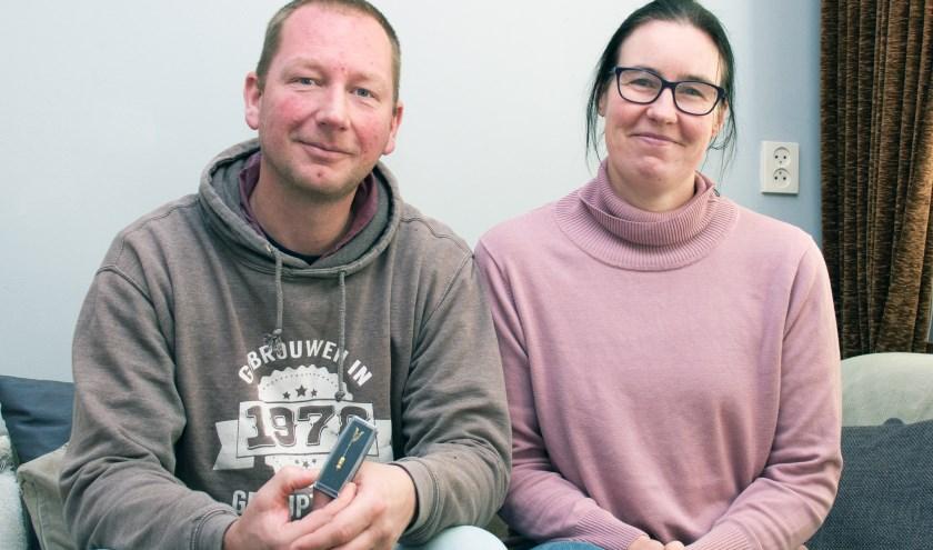 Dankzij zijn vrouw Inge, die hij bij de marine heeft leren kennen, ontving Arjan Otter na dertien jaar de veteranenstatus. FOTO: Carrie Frederiks