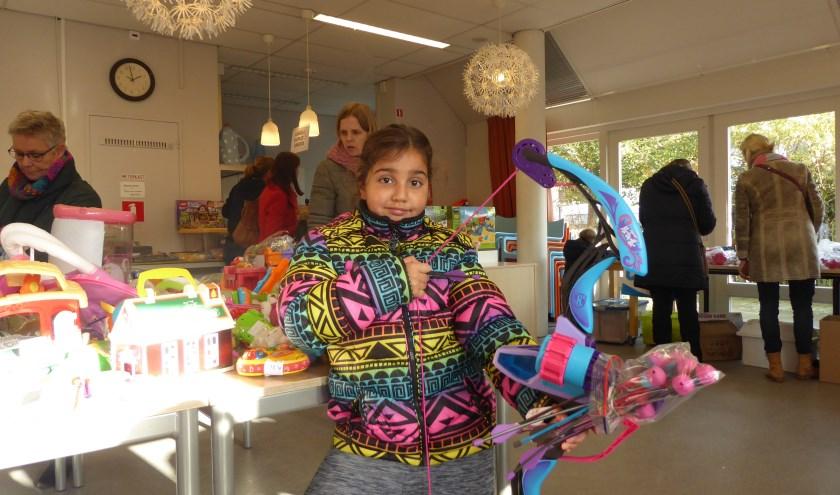 Naast de volwassenen die alvast de inkopen voor Sinterklaas deden, waren er ook genoeg kinderen die de ogen uitkeken op de speelgoedbeurs.